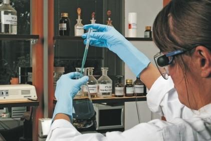Dermatril® L 741 extra lang EN374 zertifizierte Nitril Handschuhe